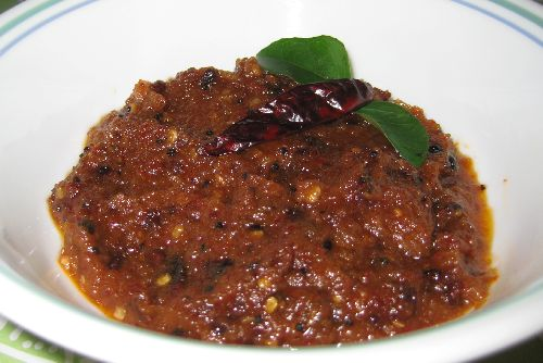 Onion Chutney for Idli / Vengaya Chutney