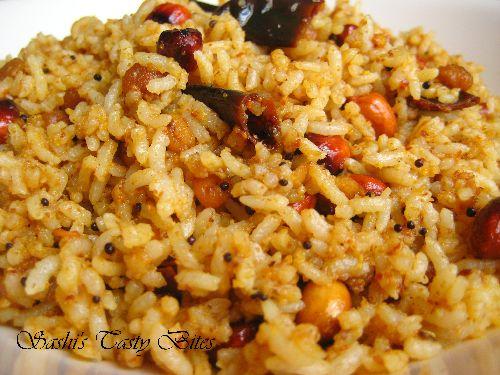 Tamarind Rice / Iyengar Kovil Puliyodharai /  Puli Sadam