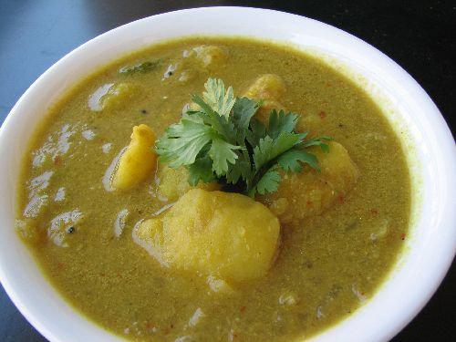 Potato Kurma for Idli / Potato Kulambu