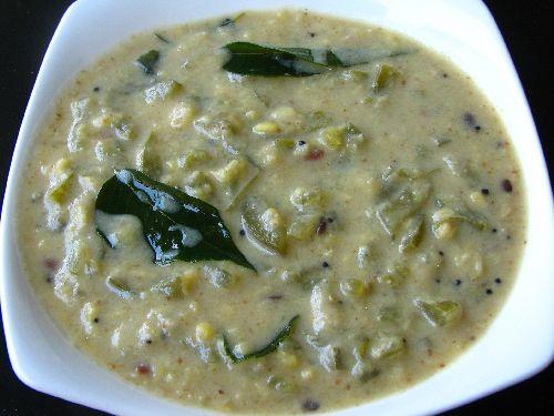 Pudalangai Paal Kootu / Snake Gourd Milk Gravy
