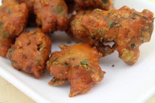 Kadalai Maavu Bonda / Gram Flour Bonda / Chickpea Fritters