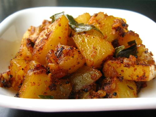 Garlic Potato Stir Fry / Poondu Urulai Kilangu Varuval