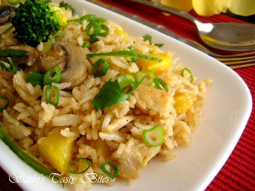 Khao Phad Sapparot / Thai Pineapple Chicken Fried Rice